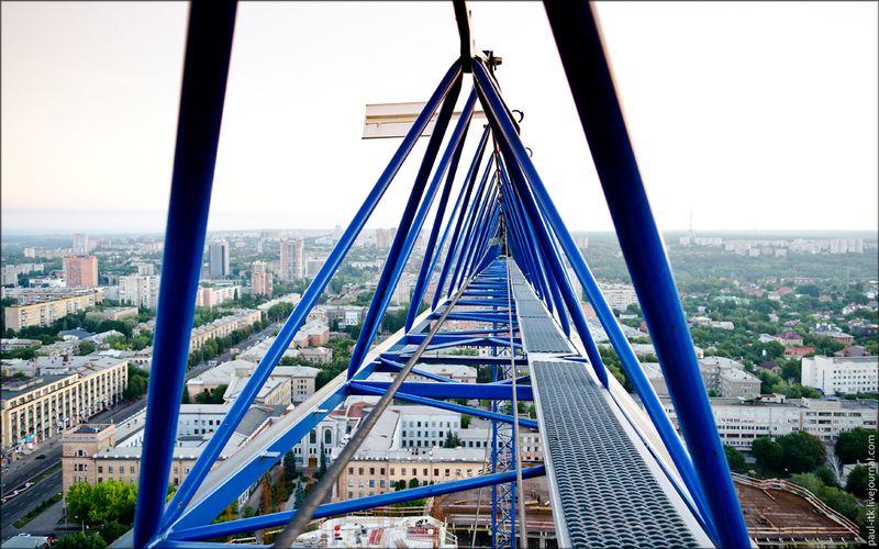 Харків - вид з дахів (Стріла крана будівництва нового ЖК. Висота 110 метрів.)
