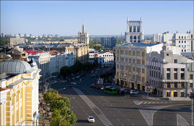 Харків - вид з дахів (Площа Конституції з «градусник».)
