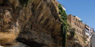 Сетеніль-де-лас-Бодегас - іспанське місто, загублене в каменях (1)
