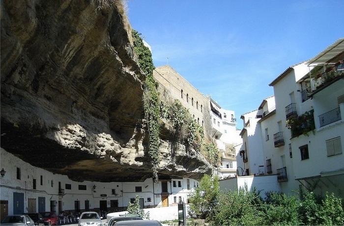 Сетеніль-де-лас-Бодегас - іспанське місто, загублене в каменях (2)