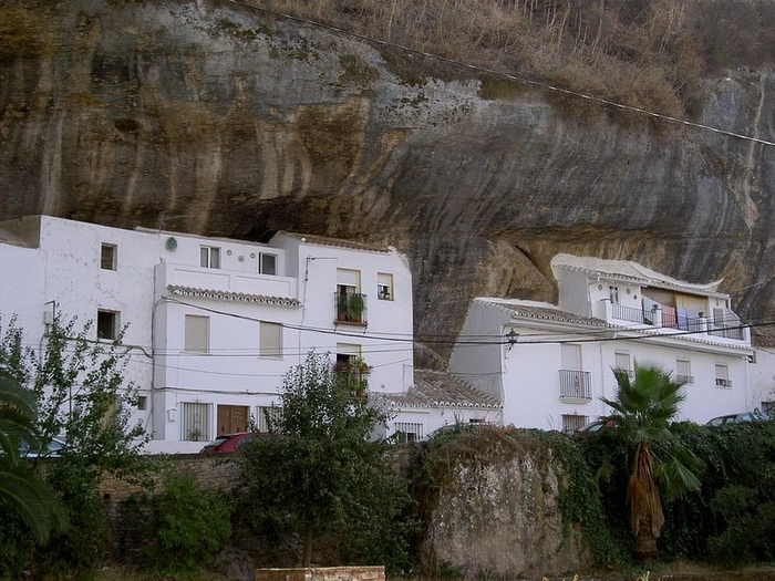 Сетеніль-де-лас-Бодегас - іспанське місто, загублене в каменях (5)