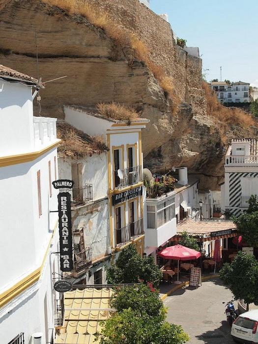 Сетеніль-де-лас-Бодегас - іспанське місто, загублене в каменях (6)