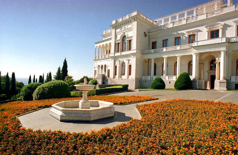 vost-fasad-bolshoy-dvorec15