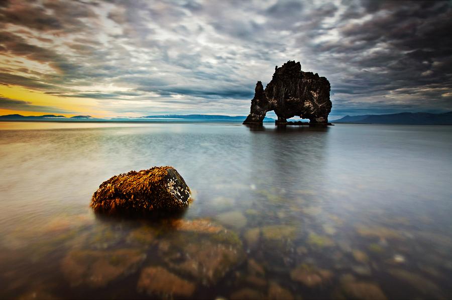 Містична скеля Хвітсеркур (Hvitserkur) (1)