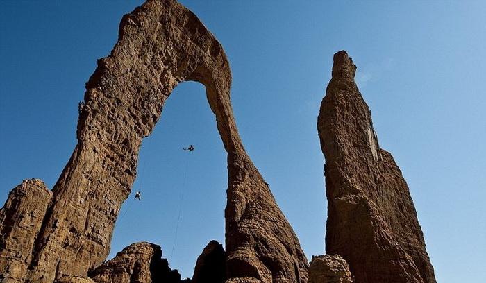Справжнє диво природи: гірське плато Еннеді в серці пустелі Сахара (2)