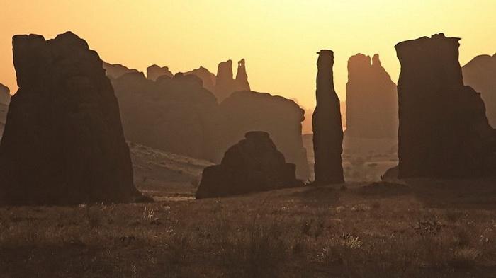 Справжнє диво природи: гірське плато Еннеді в серці пустелі Сахара (3)