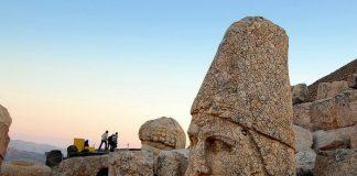 Турецькі пам'ятки: кам'яні голови на горі Немрут-Даг (6)