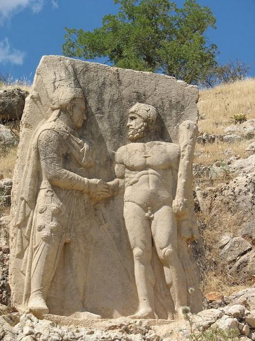 Турецькі пам'ятки: кам'яні голови на горі Немрут-Даг (5)