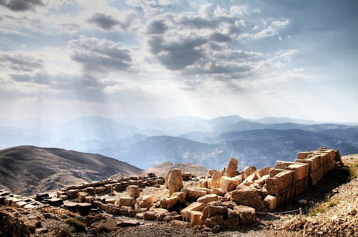 Турецькі пам'ятки: кам'яні голови на горі Немрут-Даг (3)