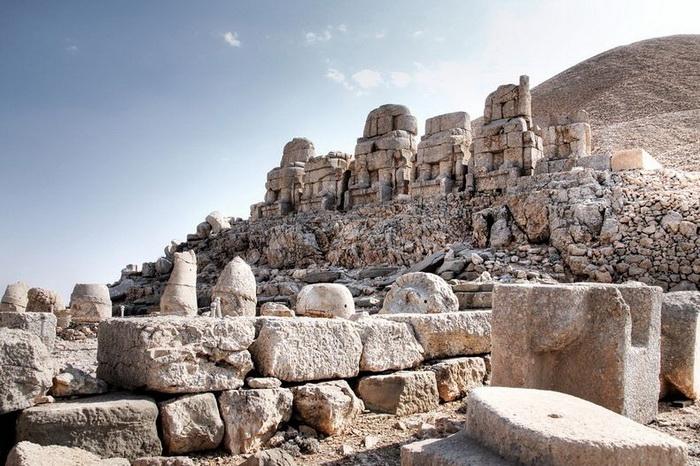 Турецькі пам'ятки: кам'яні голови на горі Немрут-Даг (2)