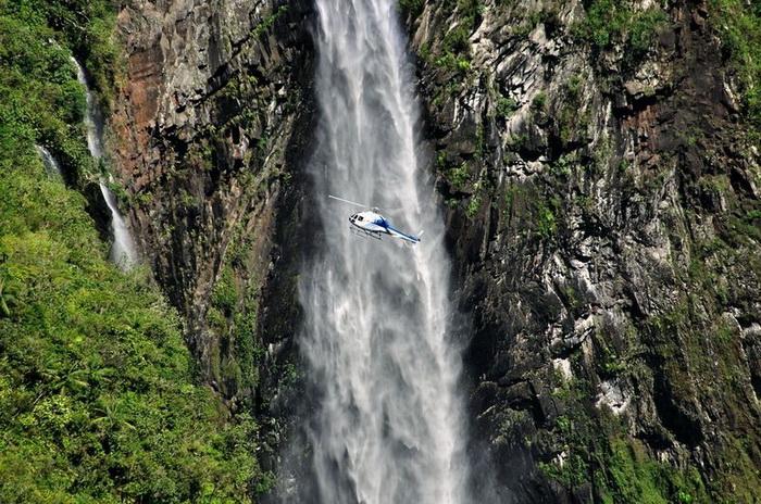Природна симфонія: ліси і водоспади каньйону Тру де Фер (1)