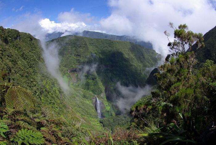 Природна симфонія: ліси і водоспади каньйону Тру де Фер (5)