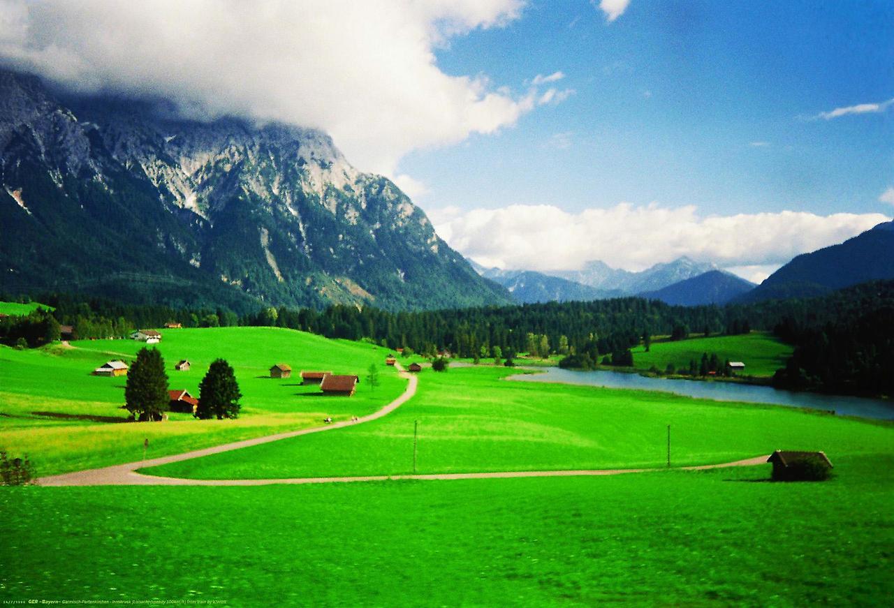 Альпійський містечко Гарміш-Партенкірхен (9)