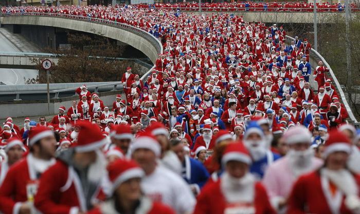 Санта Клауси всіх країн - єднайтеся! Передноворічні святкування в різних куточках світу (2)