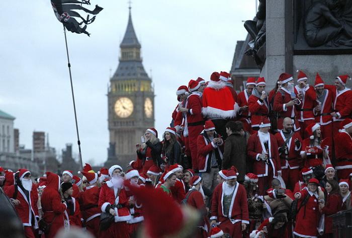 Санта Клауси всіх країн - єднайтеся! Передноворічні святкування в різних куточках світу (1)