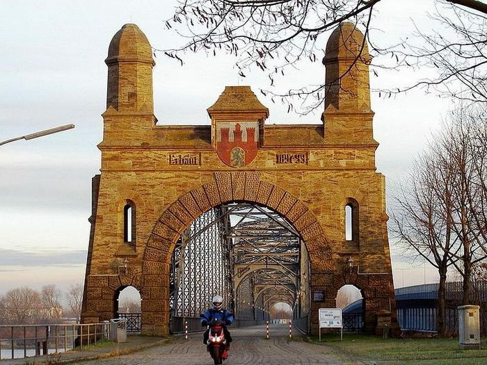 Гамбург - місто, в якому налічується 2500 мостів (1)
