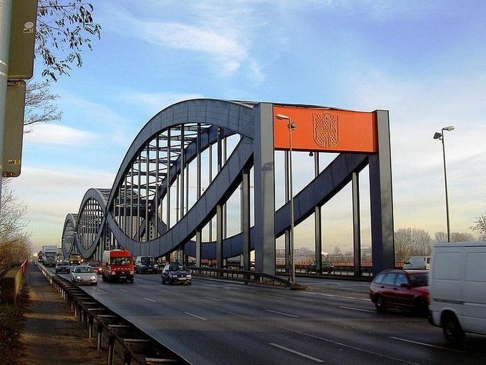 Гамбург - місто, в якому налічується 2500 мостів (3)