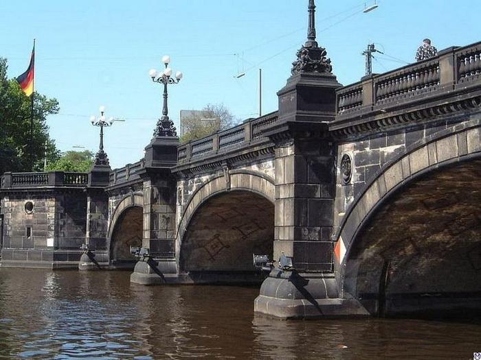 Гамбург - місто, в якому налічується 2500 мостів (5)