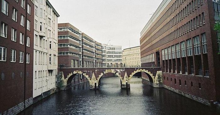 Гамбург - місто, в якому налічується 2500 мостів (6)