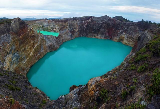 Вулкан Келумуту і унікальні триколірні озера в кратері вулкану (4)