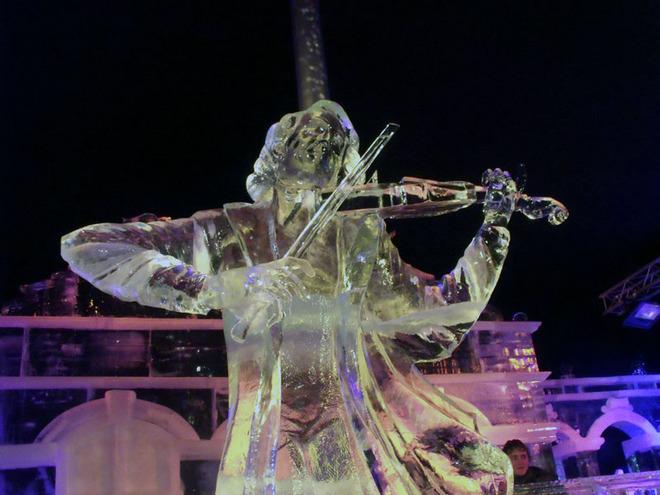 Вражаючі крижані скульптури (11)