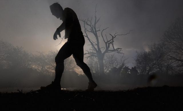 Вогонь, багно, підземні тунелі: в Англії пройшов черговий «Tough Guy Challenge 2013» (16)