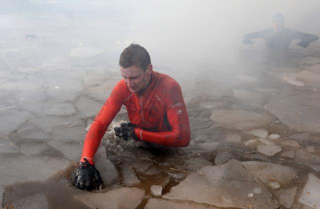 Вогонь, багно, підземні тунелі: в Англії пройшов черговий «Tough Guy Challenge 2013» (14)
