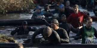 Вогонь, багно, підземні тунелі: в Англії пройшов черговий «Tough Guy Challenge 2013» (9)