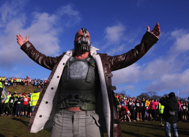 Вогонь, багно, підземні тунелі: в Англії пройшов черговий «Tough Guy Challenge 2013» (6)