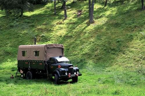 Екстремальний відпочинок в готелі-вантажівці (2)