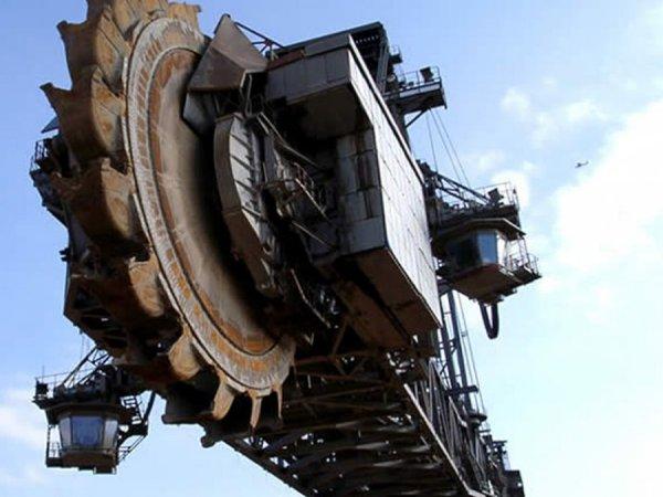Екскаватор Bagger 288 - найбільша в світі машина (5)