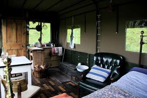 Екстремальний відпочинок в готелі-вантажівці (3)