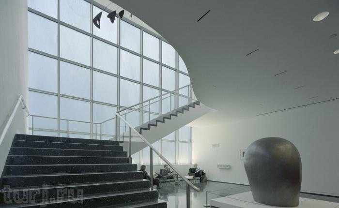 МОМА - музей сучасного мистецтва в суперсучасному будинку (9)