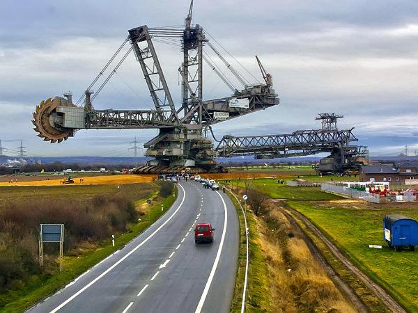 Екскаватор Bagger 288 - найбільша в світі машина (1)