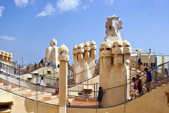 Хвилюючі склепіння будинку Каса Міла, побудованого архітектором Антоніо Гауді (4)