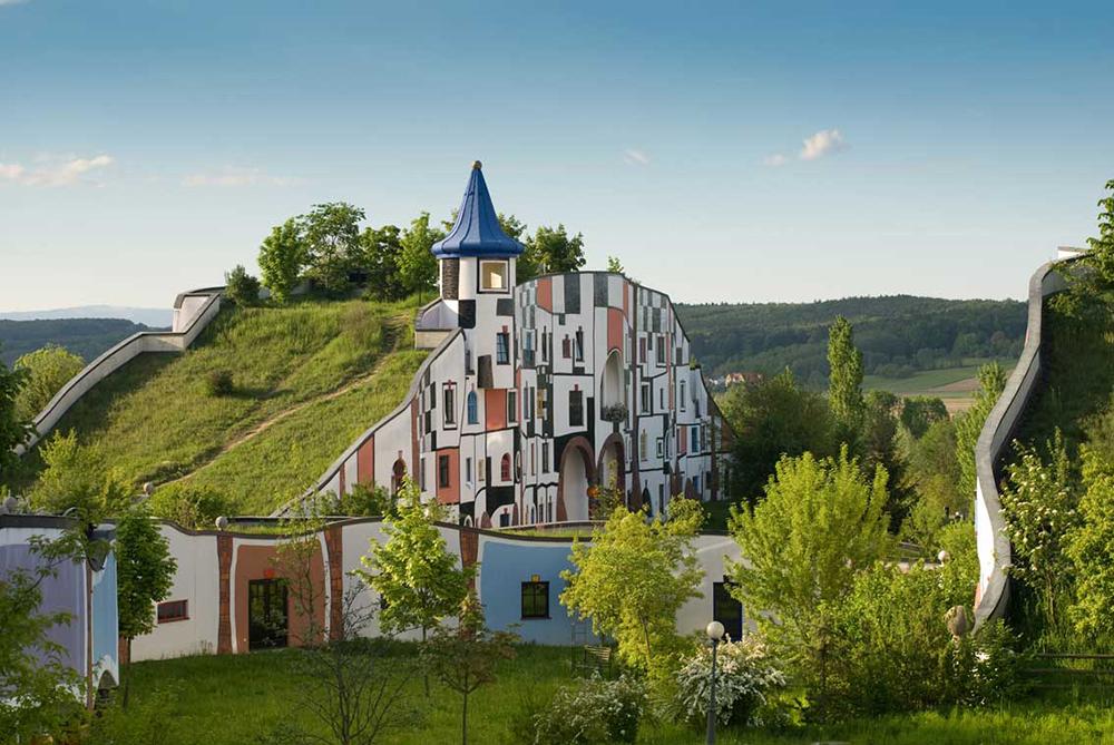 Унікальні казкові будинки від австрійського архітектора Фріденсрайха Хундертвассера (1)