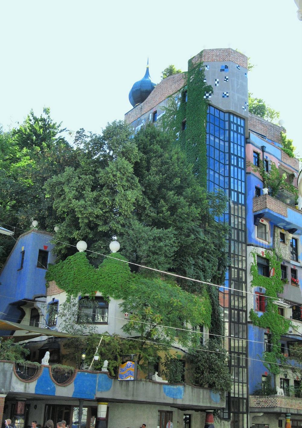 Унікальні казкові будинки від австрійського архітектора Фріденсрайха Хундертвассера (2)