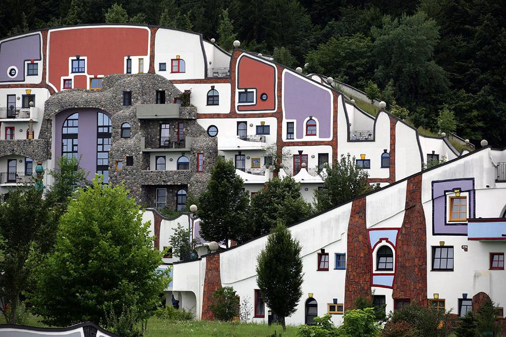 Унікальні казкові будинки від австрійського архітектора Фріденсрайха Хундертвассера (3)