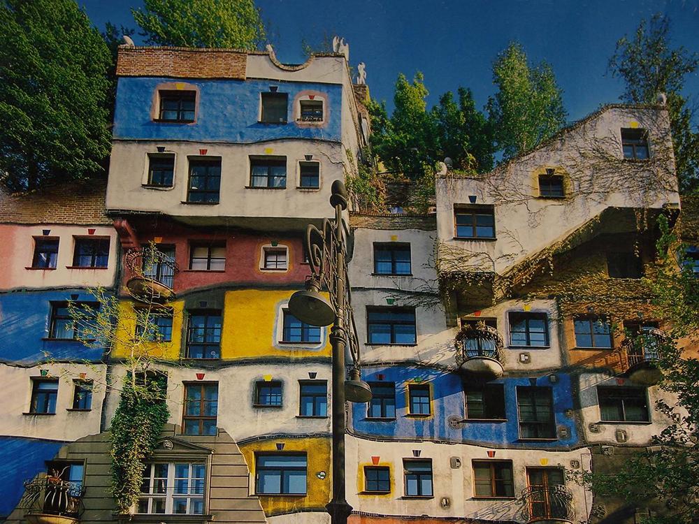 Унікальні казкові будинки від австрійського архітектора Фріденсрайха Хундертвассера (4)