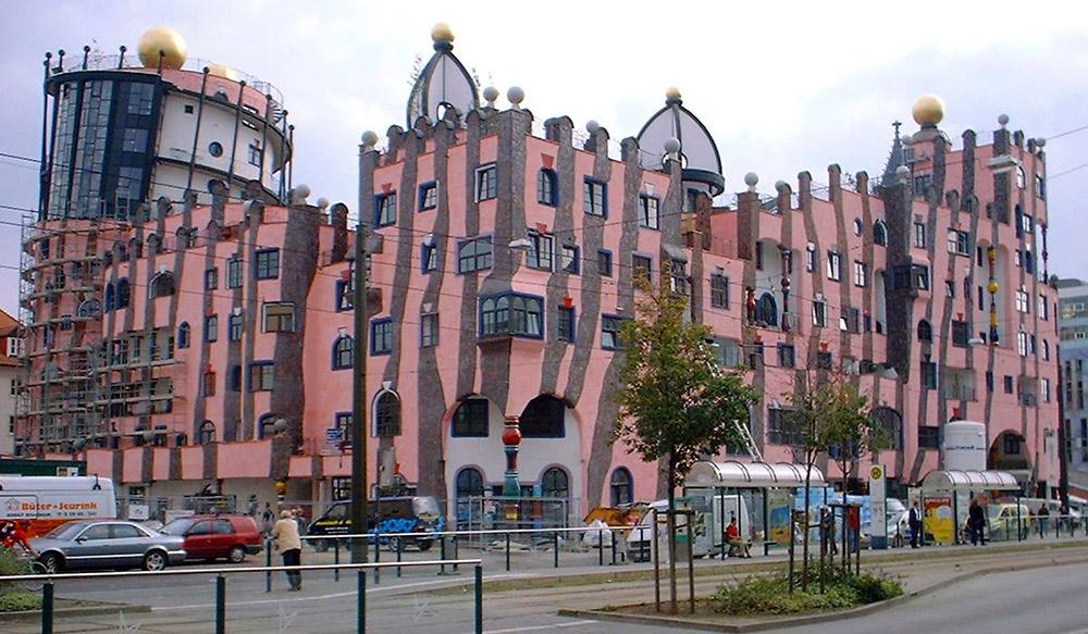 Унікальні казкові будинки від австрійського архітектора Фріденсрайха Хундертвассера (6)
