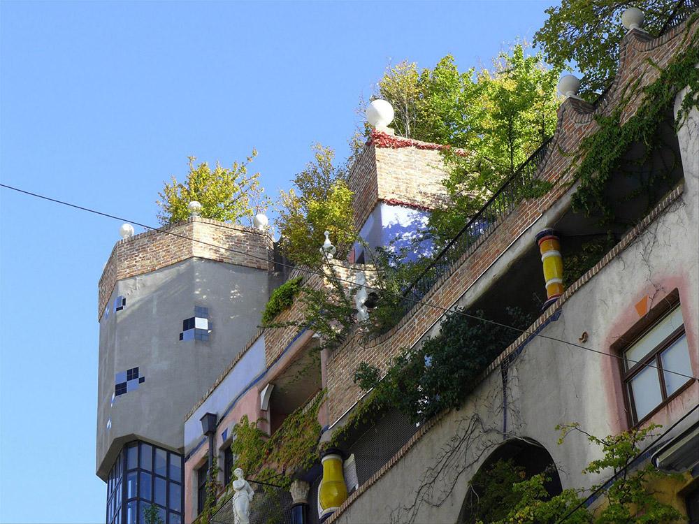 Унікальні казкові будинки від австрійського архітектора Фріденсрайха Хундертвассера (7)