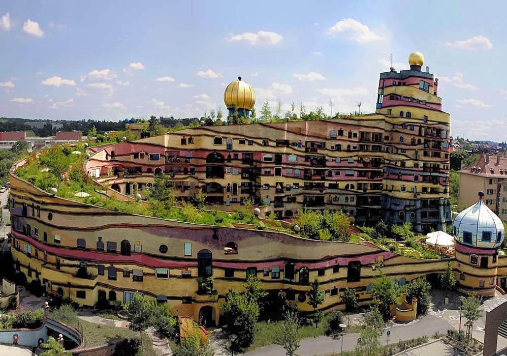 Унікальні казкові будинки від австрійського архітектора Фріденсрайха Хундертвассера (9)