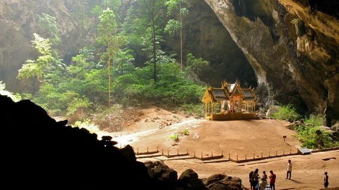 Павільйон Kuha Karuhas в печері Phraya Nakhon (1)
