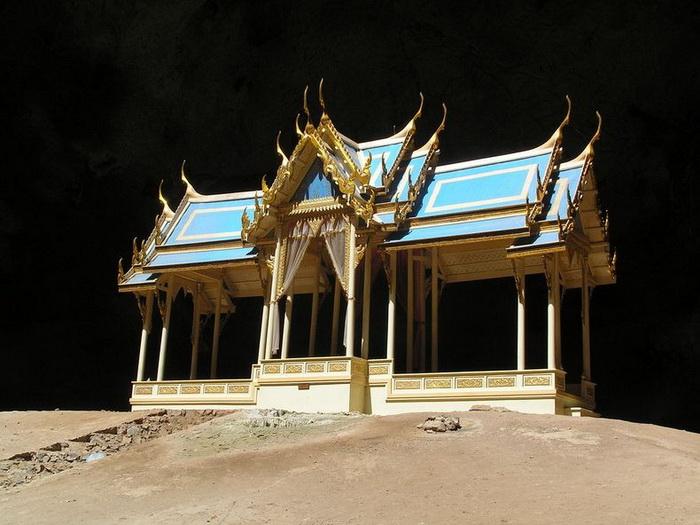 Павільйон Kuha Karuhas в печері Phraya Nakhon (2)