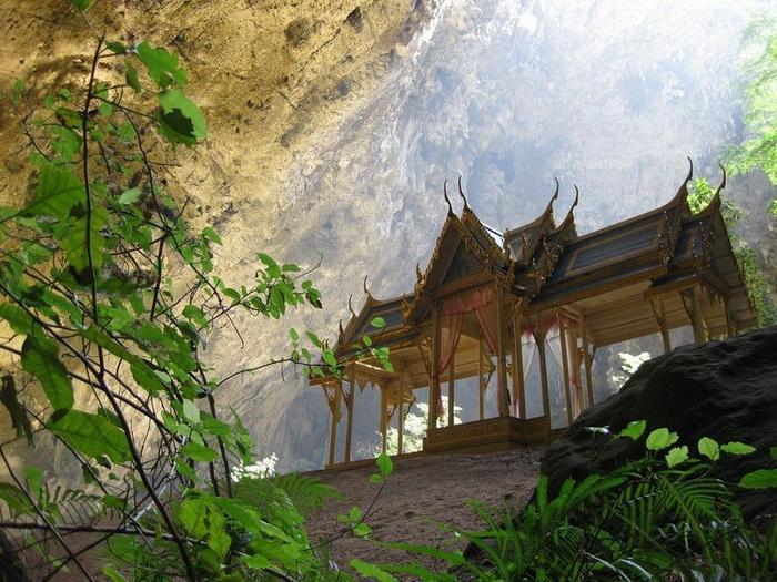 Павільйон Kuha Karuhas в печері Phraya Nakhon (3)