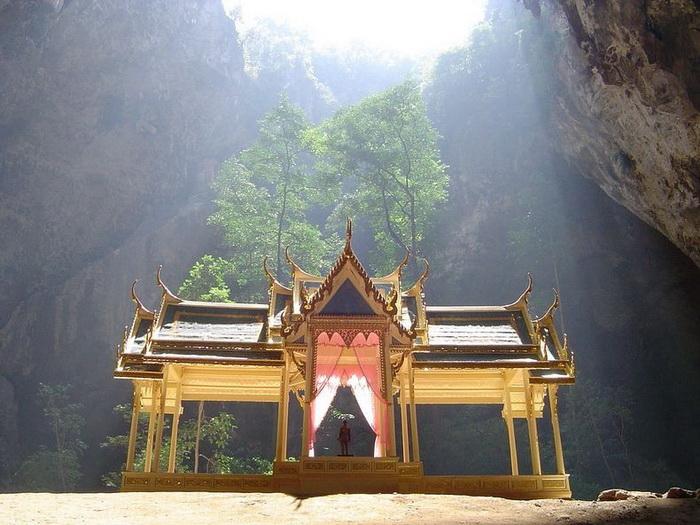 Павільйон Kuha Karuhas в печері Phraya Nakhon (4)