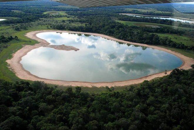 Озеро Salina в Бразилії.