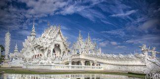Храм Ват Ронг Кхун, або Білий Храм - химерна суміш традиційної тайської архітектури і ірреальних елементів. Фото (1)