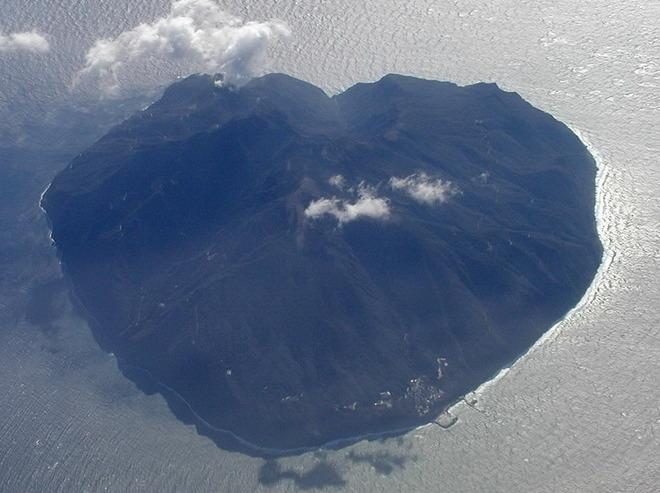 Острівець недалеко від Балі, Індонезія.