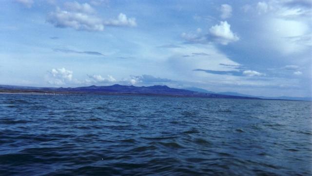 Озеро Рудольф. Найбільше у світі озеро посеред пустелі. (12)